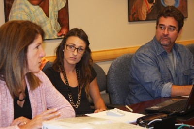 Dr. Pescatello provides input on Hayley Macdonald's doctoral research while Dr. Farinatti listens.